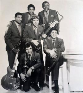 The Winstons. Gregory Coleman está en el medio, arriba.